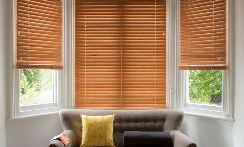LIVING ROOM Wooden Venetian Blinds